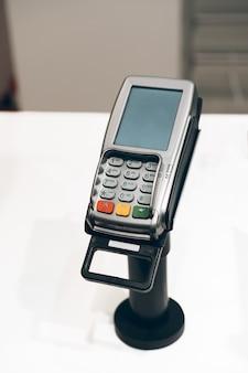 Terminal de pagamento com cartão de crédito em uma loja