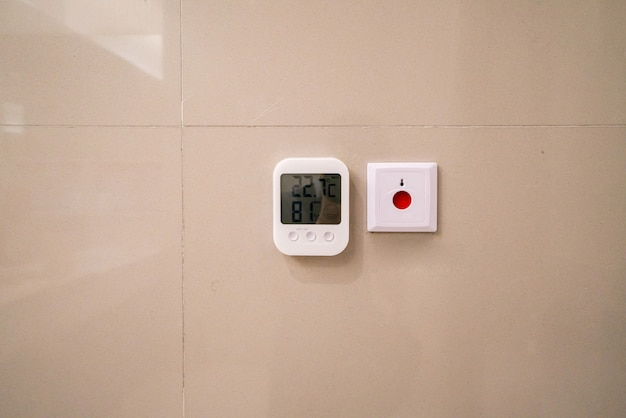 Termômetro automático de shopping center e botão de segurança