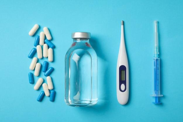 Termômetro eletrônico e medicamentos isolados