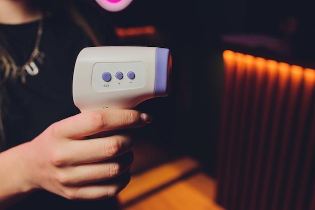 Termômetro infravermelho corpo digital sem contato para pacientes.