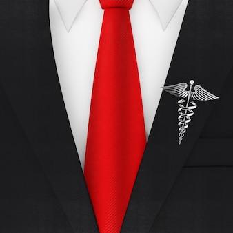 Terno moderno e elegante de homem com gravata vermelha e close up extremo do símbolo de caduceu médico prateado. renderização 3d