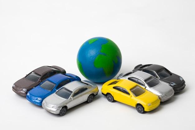 Terra com carros em miniatura em branco
