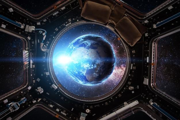 Terra e nave espacial. elementos desta imagem fornecidos pela nasa.