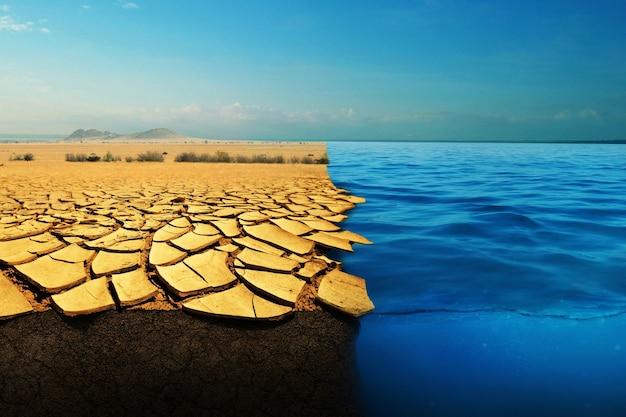 Terra morta seca e água no oceano, conceito de aquecimento global. deserto e mar