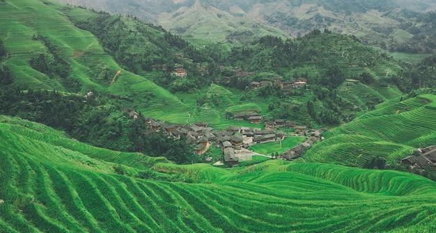 Terraço de arroz longji em guilin e vila tradicional na china
