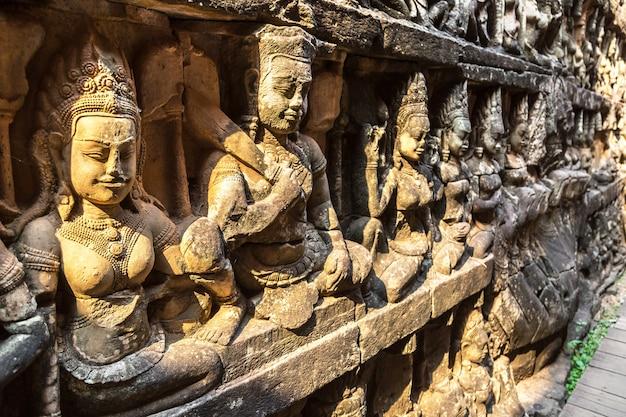 Terraço dos elefantes do templo de angkor wat em siem reap, camboja