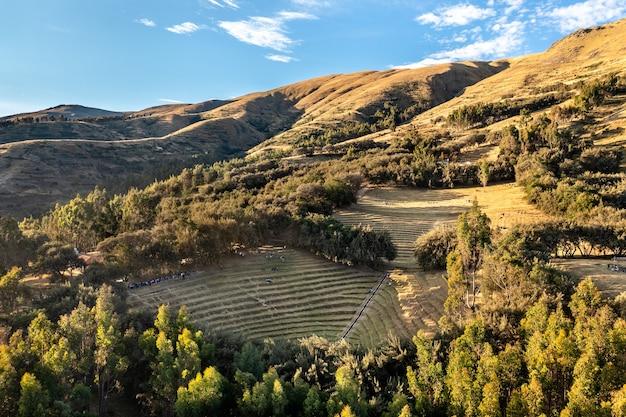 Terraços incas no bosque dorado perto de huancayo, peru