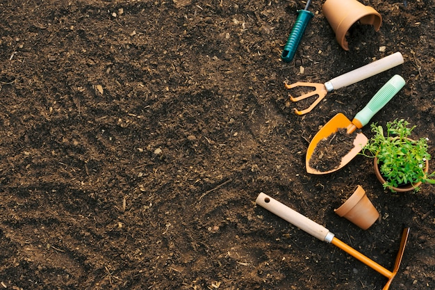 Terreno com conjunto composto de ferramentas