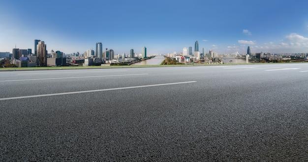Terreno de estrada e paisagem arquitetônica urbana