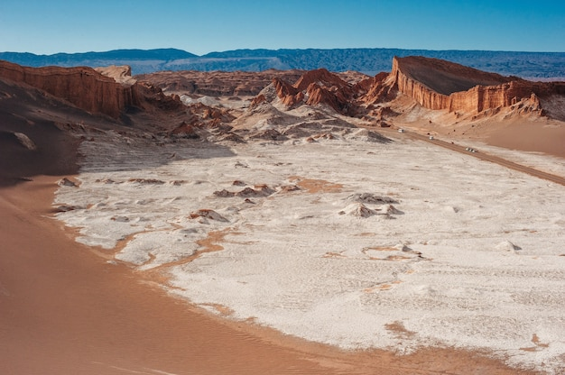 Terreno extremo do vale da lua no deserto do atacama em san pedro de atacama, chile.