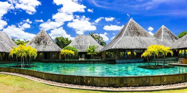 Território de spa de luxo na ilha maurícia com bangalôs e piscina