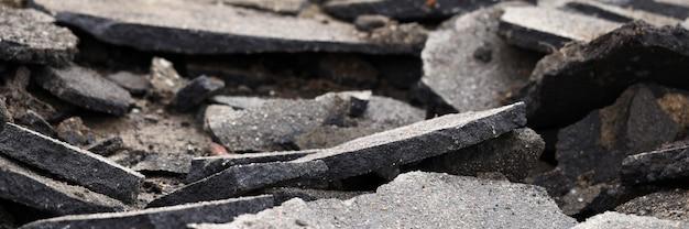 Terrível confusão de estrada permanece após algum tipo de catástrofe close-up