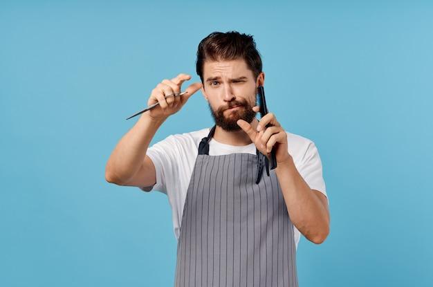 Tesoura de cabeleireiro masculino pentear fundo azul