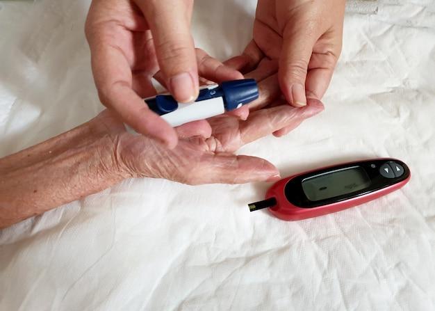 Teste de glicose no sangue monitor de glicose no sangue 100 mgdl