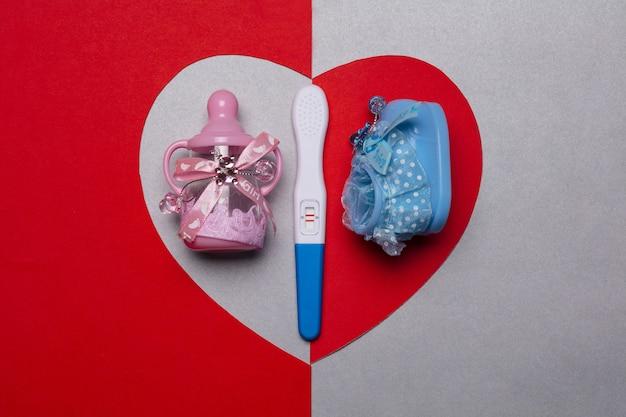 Teste de gravidez e coração positivos.