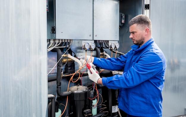 Teste de resistência dos sensores de temperatura na seção de fornecimento de resfriamento da unidade de ventilação