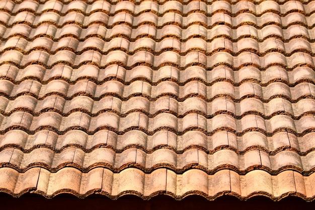Teste padrão antigo da telha de telhado da casa em rural