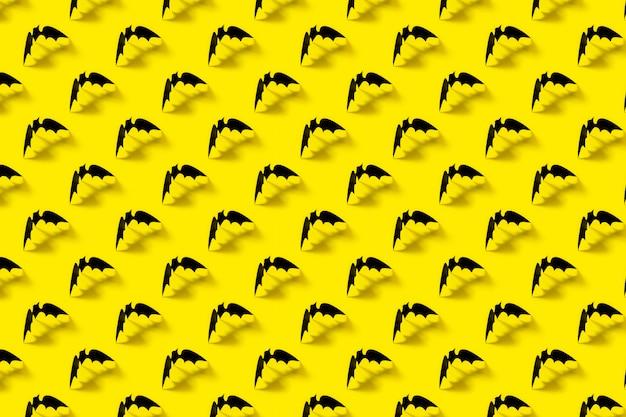 Teste padrão preto do bastão de papel com sombra de queda no amarelo.