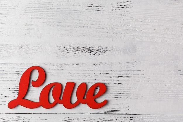 Texto amor com mesa de coração dia dos namorados em cima da mesa