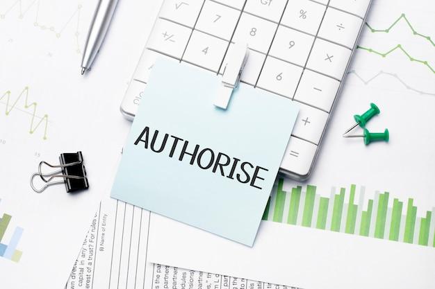 Texto autorize palavras escritas em papel com material de escritório