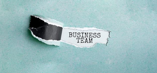 Texto business team em papel rasgado