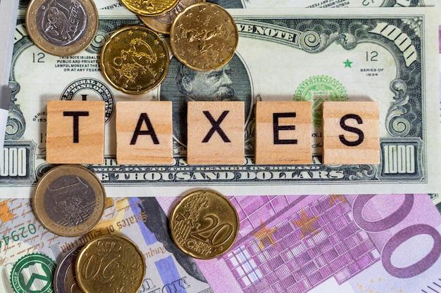 Texto da palavra impostos nas notas de dinheiro