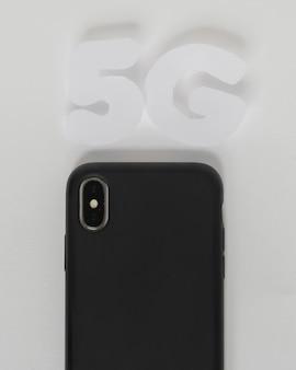 Texto de 5g acima do telefone móvel