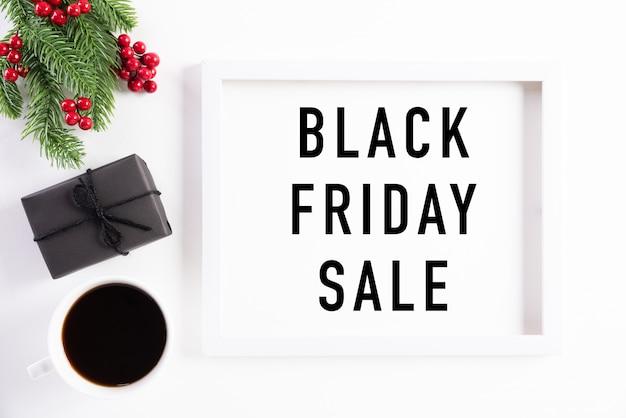 Texto de banner venda sexta-feira negra na decoração de moldura de imagem branca.