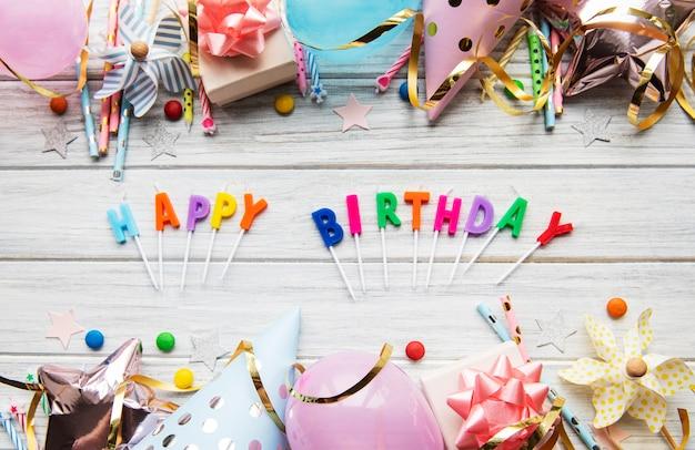 Texto de feliz aniversário com letras de velas