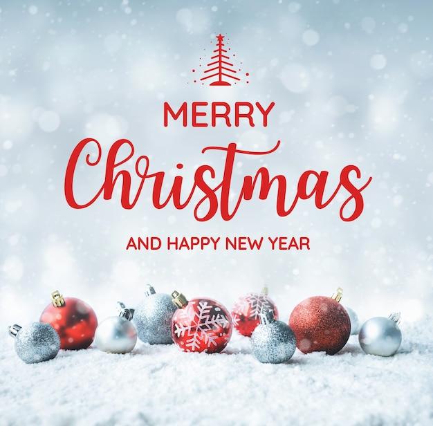Texto de feliz natal e feliz ano novo com bola de natal