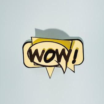 Texto de histórias em quadrinhos wow em bolhas do discurso bege em pano de fundo cinzento