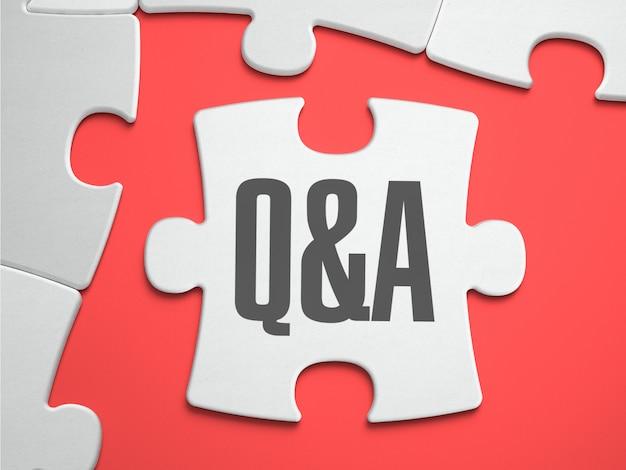 Texto de perguntas e respostas no quebra-cabeça.