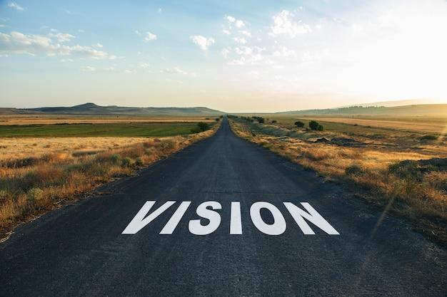 Texto de visão na estrada ao pôr do sol