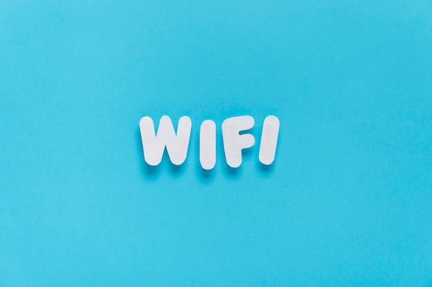 Texto de wifi soletrado para fora com fundo liso