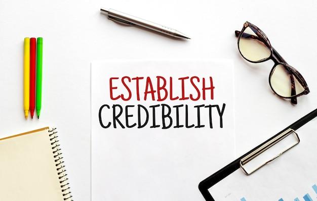 Texto estabeleça a credibilidade em papel