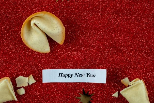 Texto feliz ano novo! felicidade abstrata biscoito da sorte com inscrição feliz ano novo!
