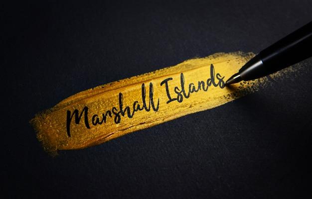 Texto manuscrito das ilhas marshall em pinceladas de tinta dourada