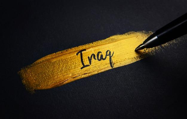 Texto manuscrito em traçado de pincel de tinta dourada