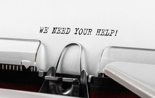 Texto, precisamos da sua ajuda, digitado em máquina de escrever retrô