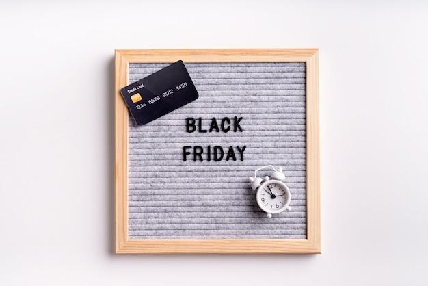 Texto preto sexta-feira em cartolina cinza