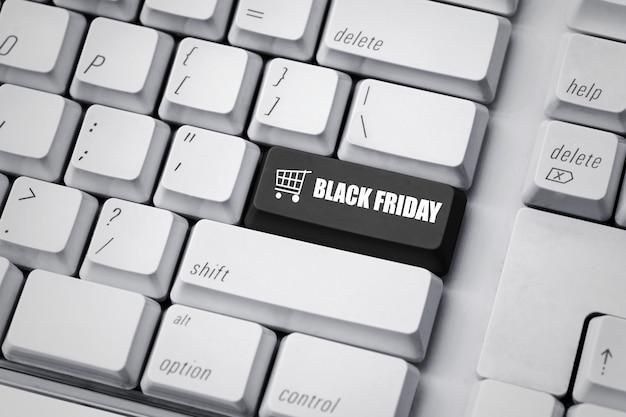 Texto preto sexta-feira no teclado