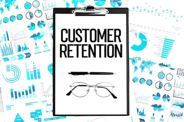 Texto retenção de clientes na área de transferência, tabelas, gráficos. conceito de negócio, plana leigos.
