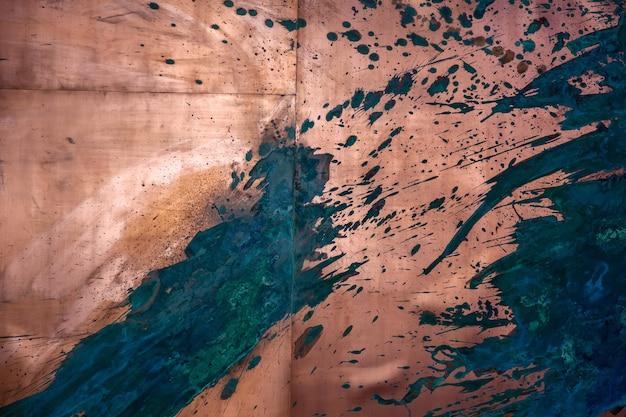 Textura abstrata de metal com respingos de tinta na parede