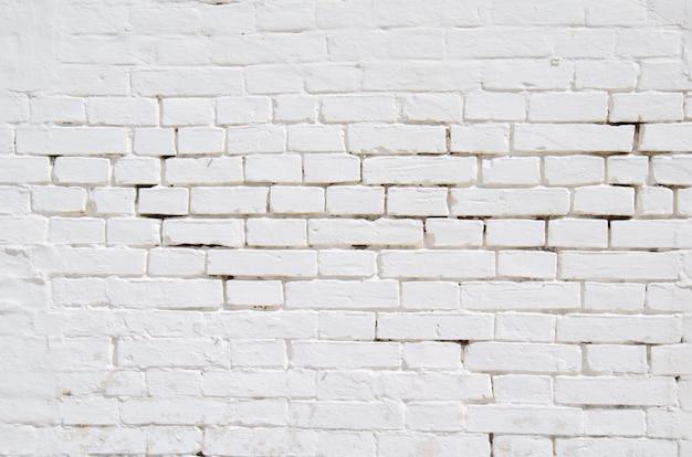Textura da antiga superfície de parede de tijolo branco e cinza com cimento e fundo de concreto