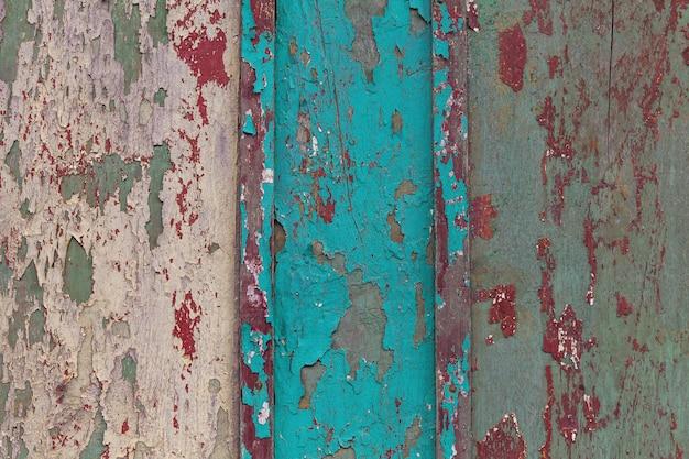 Textura da parede de madeira azul e branca velha com pintura rachada.
