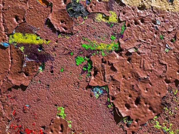 Textura da parede multicolorida rachada suja velha