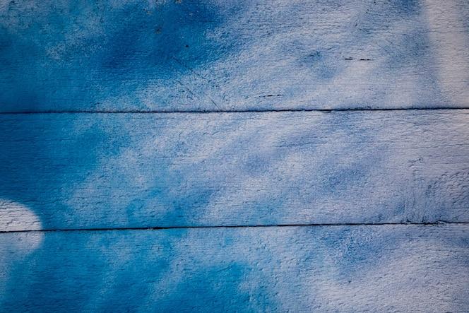 Textura da pintura rachada velha em placas de madeira.