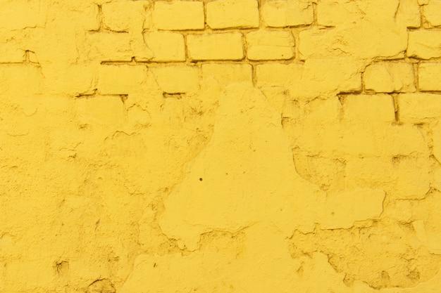 Textura da superfície da parede de tijolo amarelo antigo com costuras de cimento e concreto