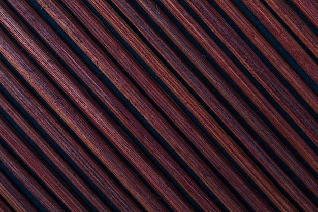 Textura de bambu avermelhado escuro (coleção de fibras vegetais e naturais). fundo.