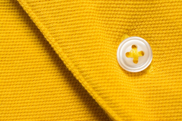 Textura de camisa polo amarela, tecido de algodão.